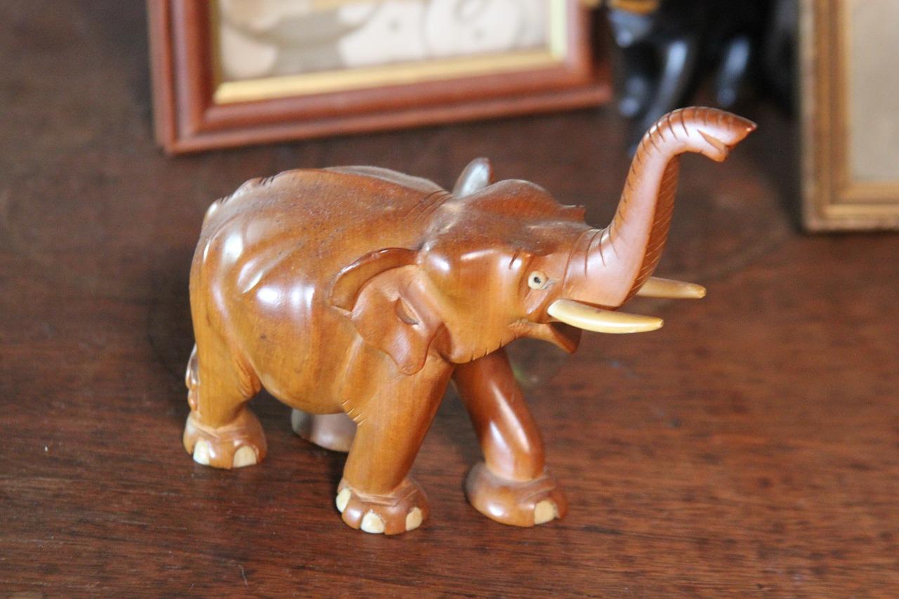 dřevěný slon