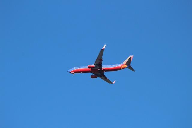červenomodré letadlo