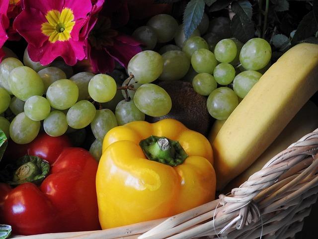 koš s ovocem a zeleninou